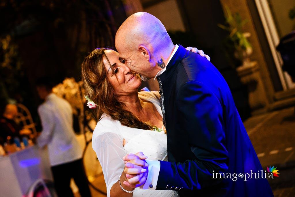Primo ballo tra gli sposi al termine del ricevimento di matrimonio a Villa Pocci / 2