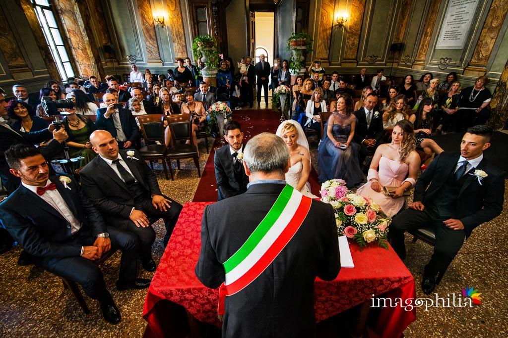 Panoramica della cerimonia civile di matrimonio a Palazzo Savelli nel Comune di Albano Laziale
