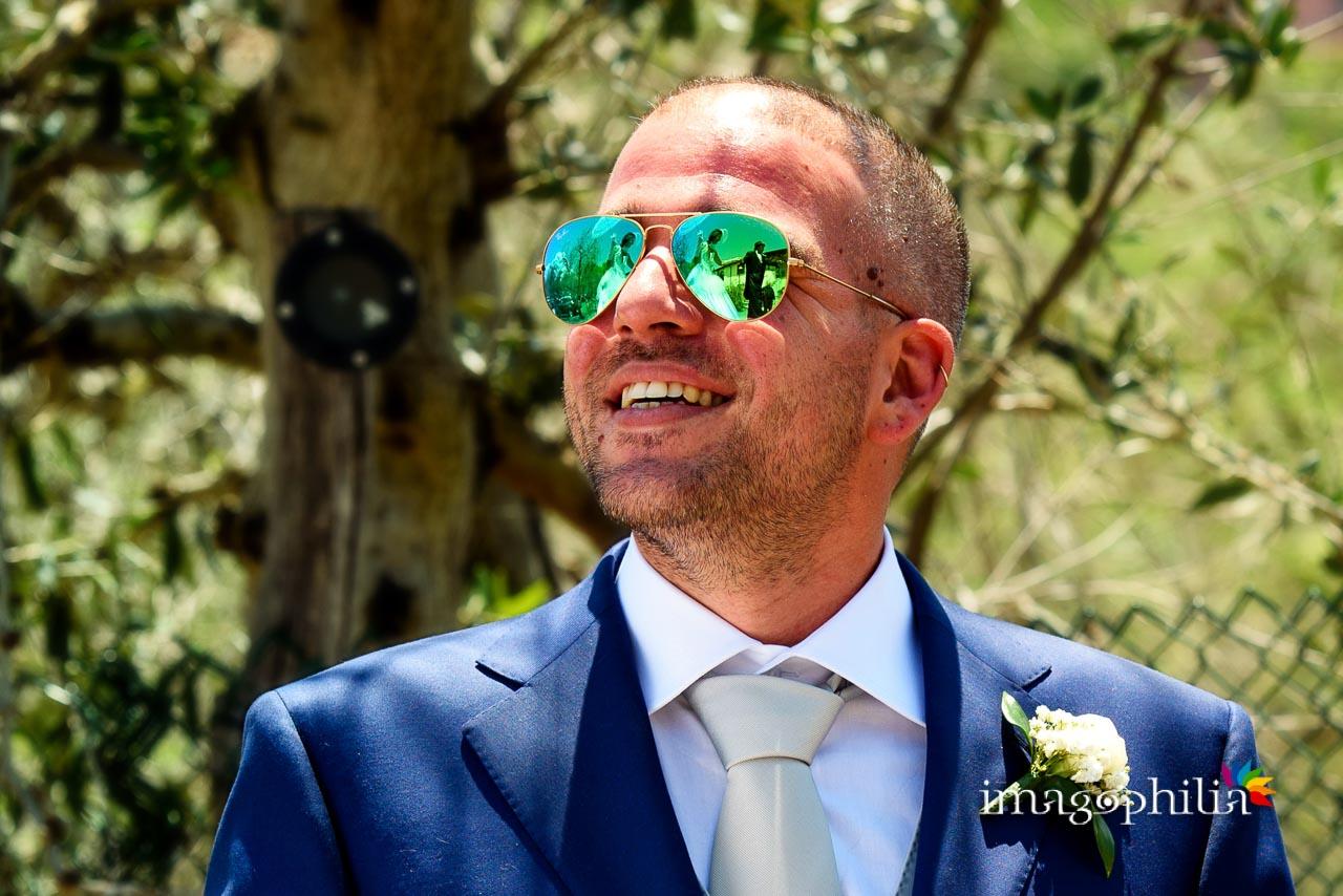 I trampolieri riflessi negli occhiali a specchio dello sposo al Borghetto d'Arci (agriturismo a Passo Corese)