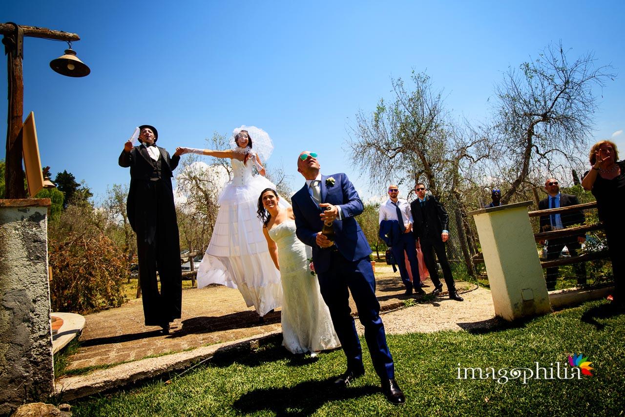 Brindisi degli sposi al Borghetto d'Arci (agriturismo a Passo Corese) per iniziare il ricevimento di matrimonio