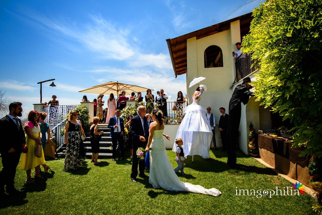 Aperitivo all'aperto durante il ricevimento di matrimonio al Borghetto d'Arci (agriturismo a Passo Corese)