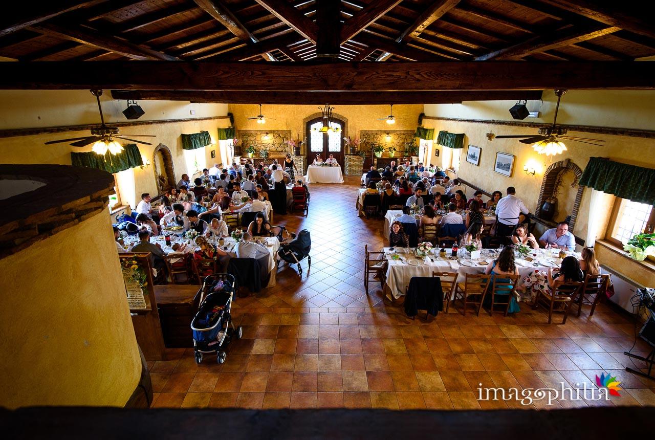 La sala del Borghetto d'Arci (agriturismo a Passo Corese) durante il ricevimento nuziale