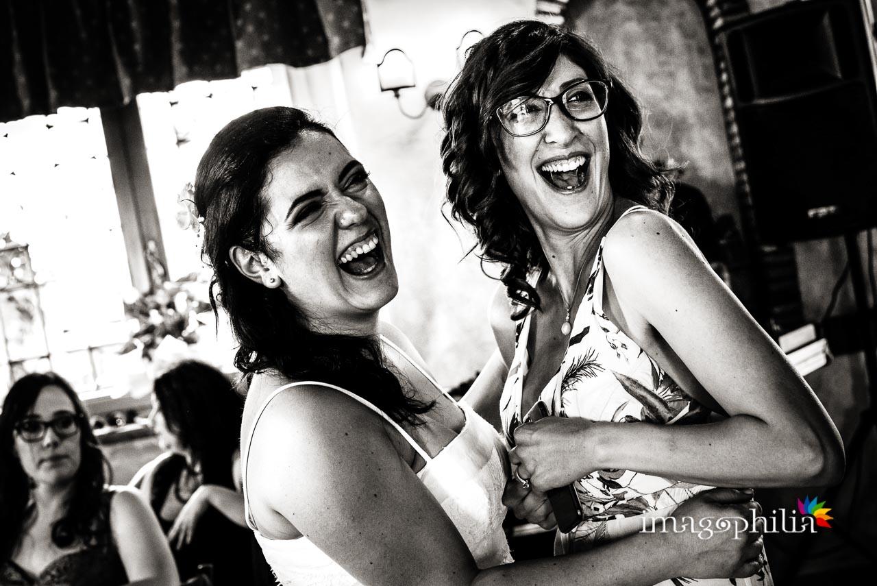 Risate durante il ricevimento di matrimonio al Borghetto d'Arci (agriturismo a Passo Corese)