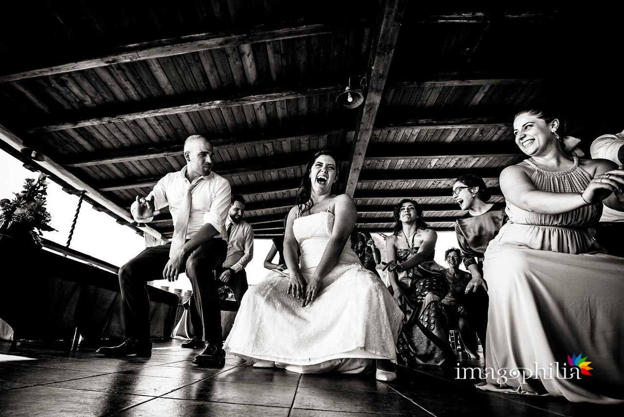 Balli e risate al termine del ricevimento di nozze al Borghetto d'Arci (agriturismo a Passo Corese)