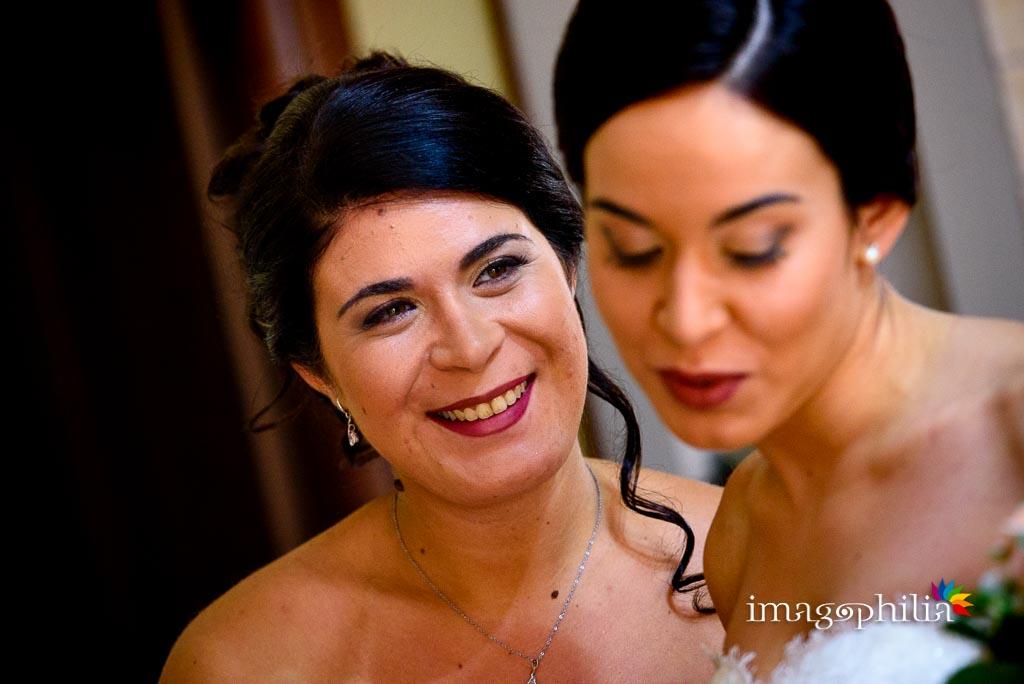 Sguardo della sorella della sposa