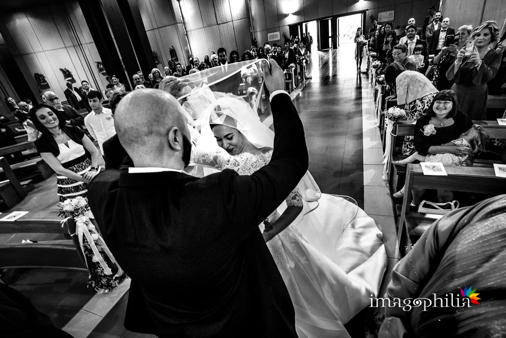 Incontro tra gli sposi nella Chiesa di San Gregorio Barbarigo, Roma Eur