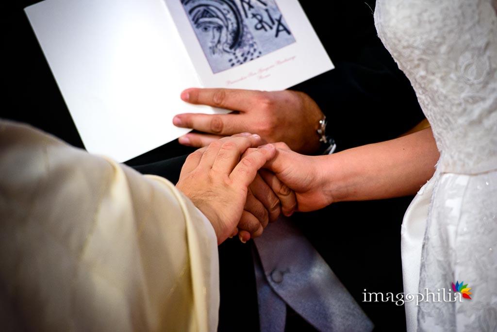 Accoglienza del consenso durante il matrimonio nella Chiesa di San Gregorio Barbarigo, Roma Eur