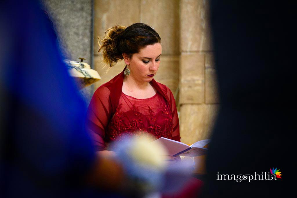La testimone della sposa durante una lettura