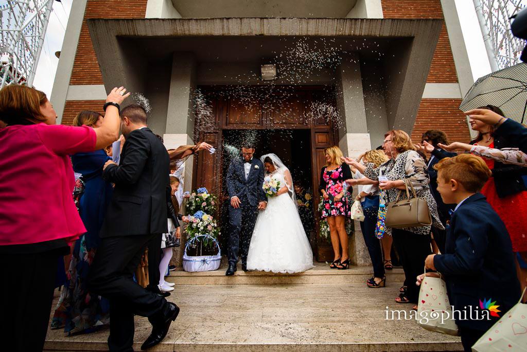 Lancio del riso al termine del matrimonio nella Chiesa della Natività della Beata Vergine Maria a Santa Maria delle Mole
