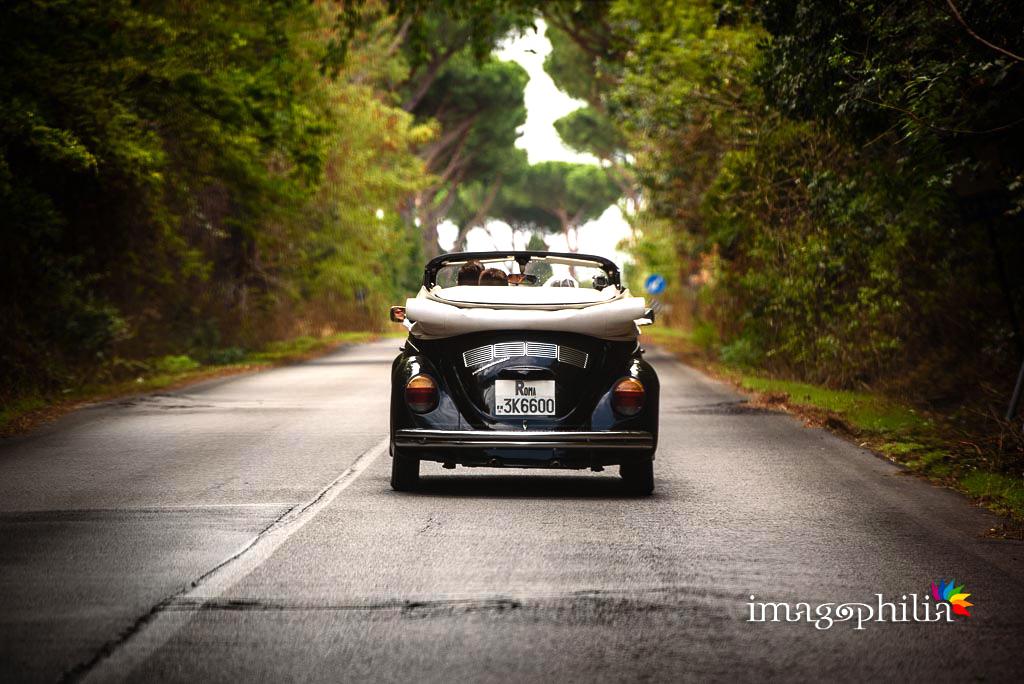 Il maggiolone nero cabrio degli sposi