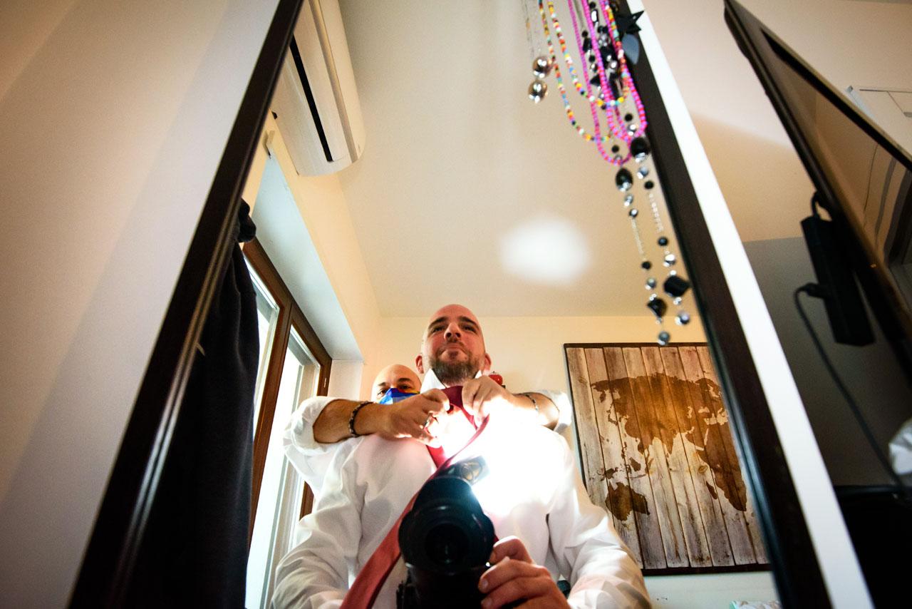 Fotografo annodatore di cravatte