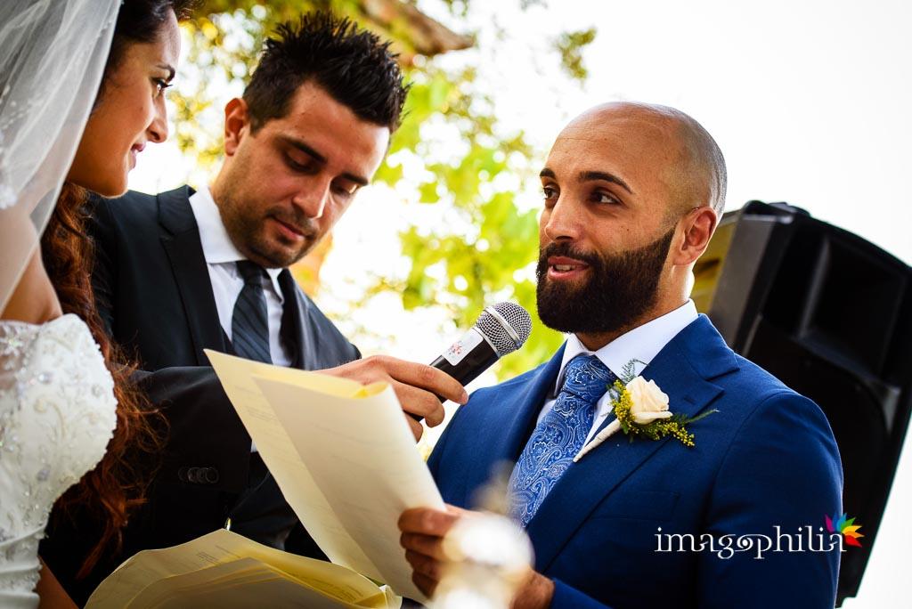 Scambio delle promesse di matrimonio sotto il pergolato della Villa dei Volsci a Velletri