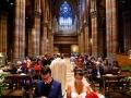 Veduta degli sposi e della Chiesa del Sacro Cuore del Suffragio a Roma durante il matrimonio