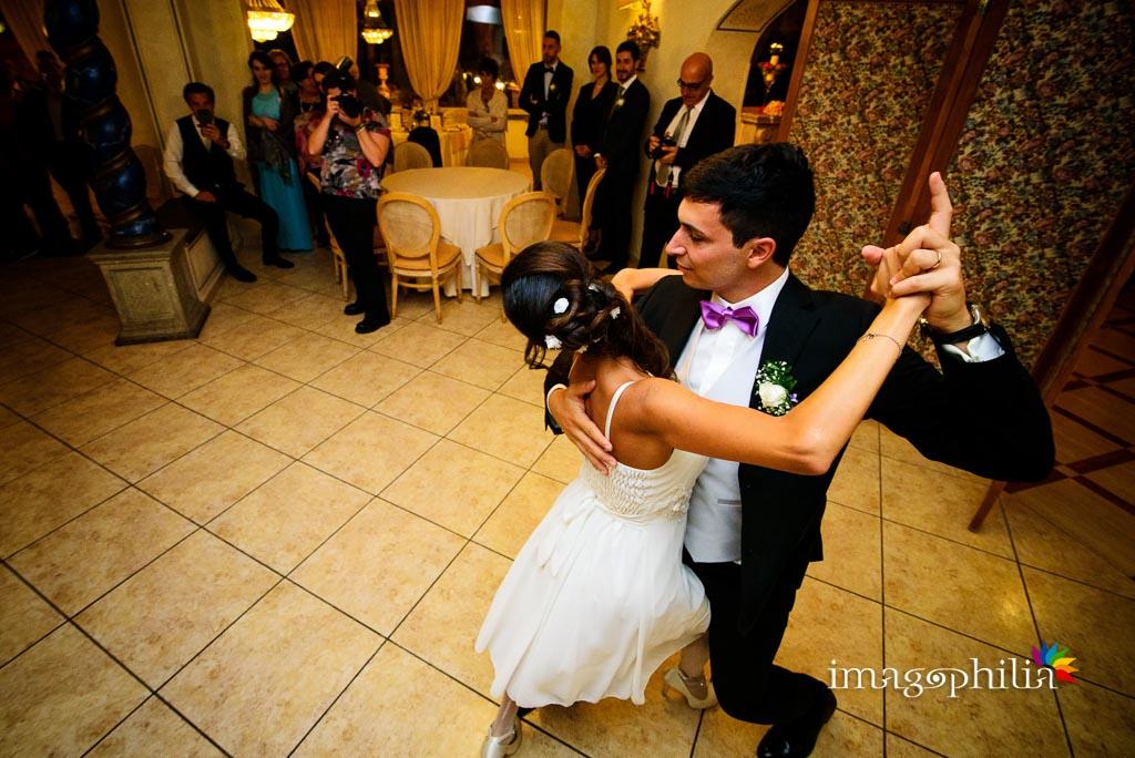 Danza contemporanea tra gli sposi al ricevimento di nozze al Grand Hotel Helio Cabala di Marino