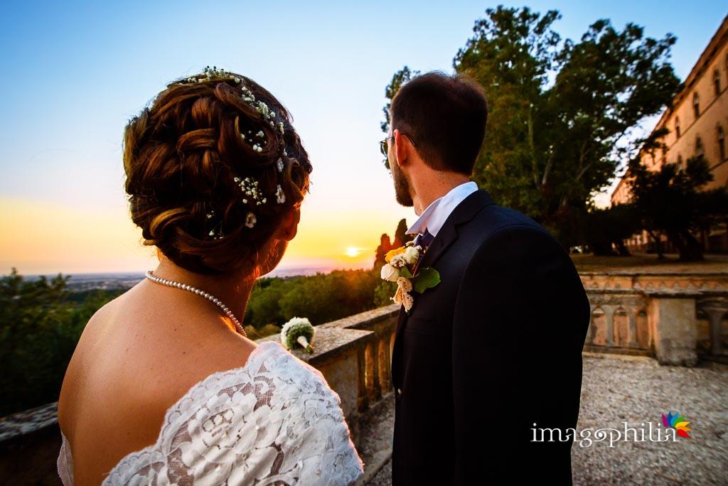 Gli sposi all'affaccio panoramico del giardino del convento di Santa Rosa a Grottaferrata (suore francescane)