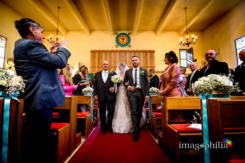 Ingresso della sposa con il padre e il figlio maggiore nella Chiesa Aeroportuale di Guidonia Santa Maria di Loreto