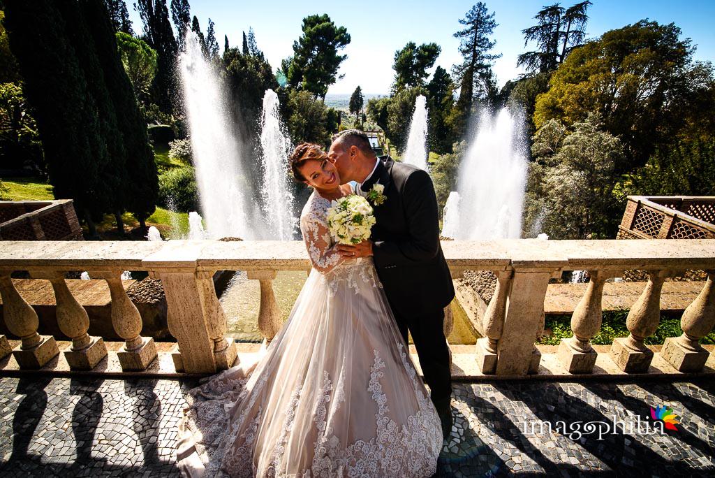 Gli sposi incastonati tra gli spruzzi delle fontane di Villa d'Este a Tivoli / 2