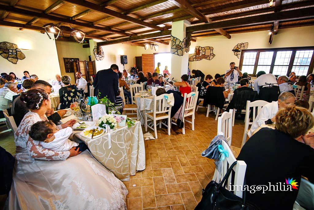 Tutti in sala per il ricevimento di matrimonio presso la Tenuta Colle degli Ulivi di Palombara Sabina