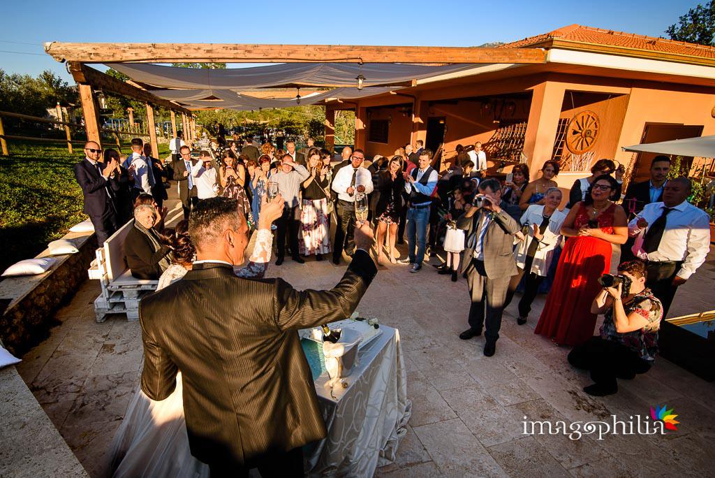 Brindisi tra gli sposi al termine del ricevimento di matrimonio presso la Tenuta Colle degli Ulivi di Palombara Sabina / 2