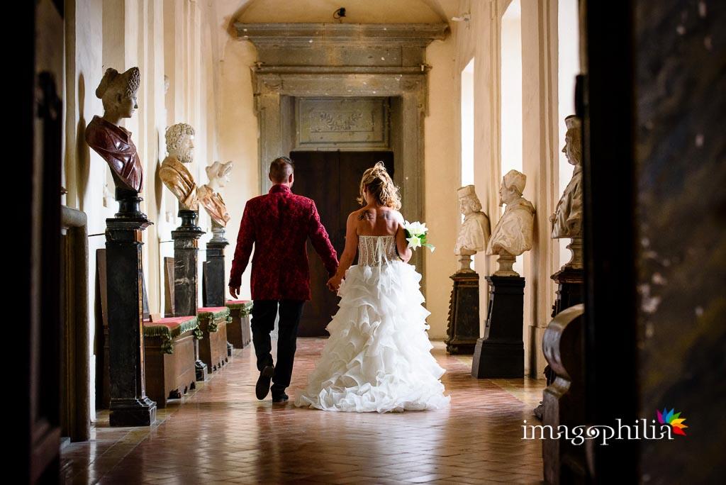 I novelli sposi escono da Palazzo Chigi al termine del matrimonio