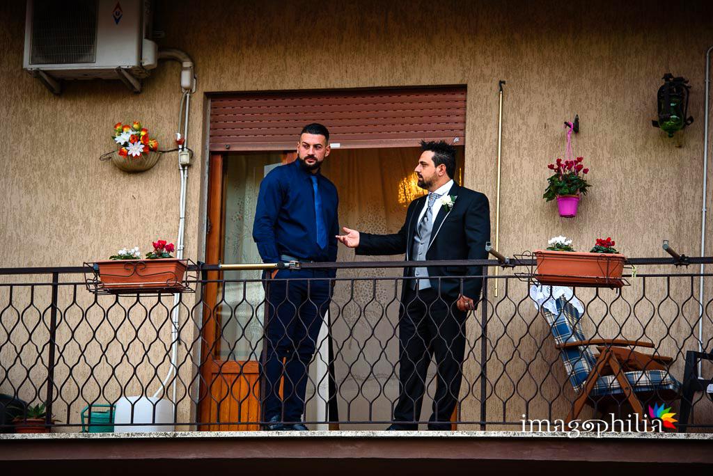 Lo sposo prima di partire da casa