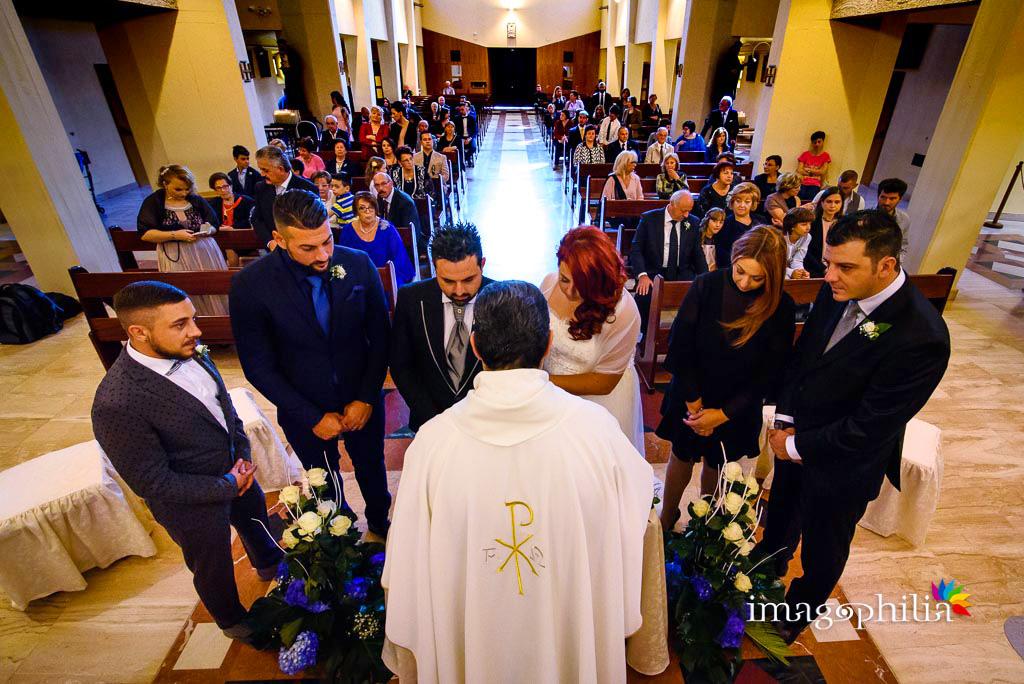 Lettura degli articoli del Codice Civile al termine del matrimonio nella Chiesa di Gesù Maestro a Fonte Nuova