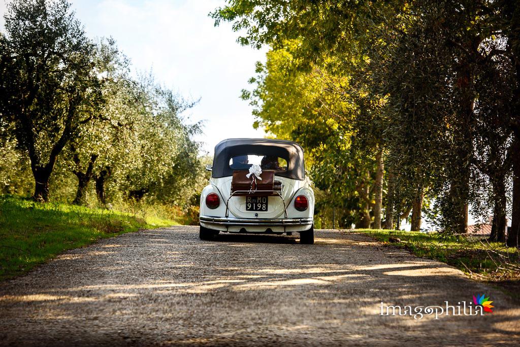 L'auto degli sposi all'ingresso di Villa Sesterzi, Fonte Nuova