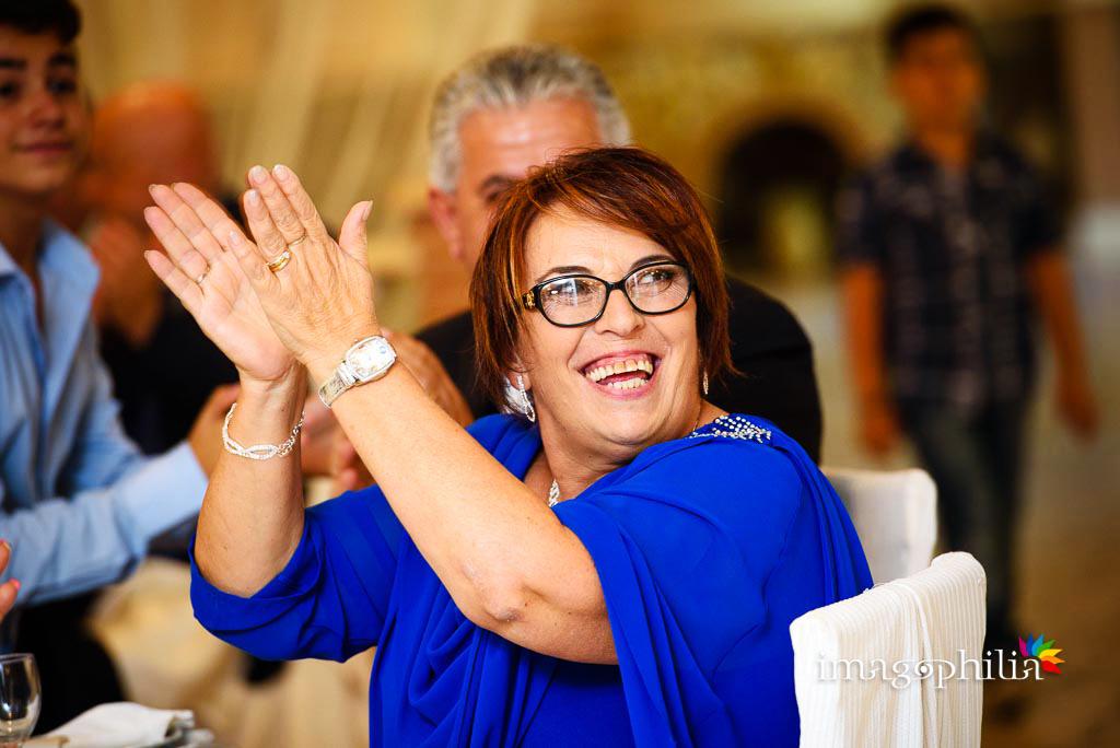 Applauso della mamma dello sposo all'ingresso a Villa Sesterzi, Fonte Nuova