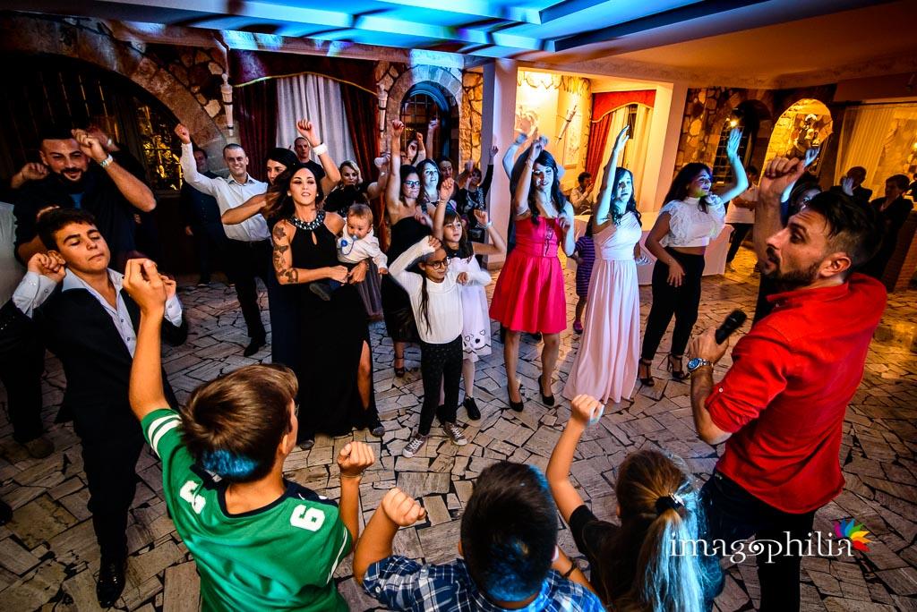 Balli scatenati durante il ricevimento di matrimonio a Villa Sesterzi, Fonte Nuova