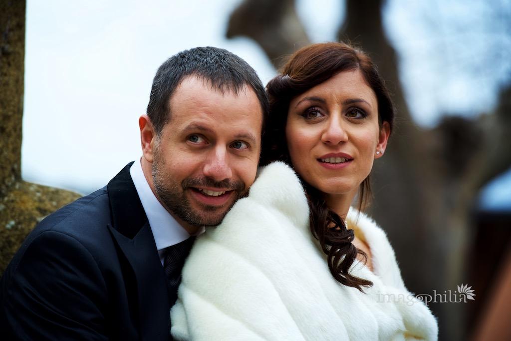 Ritratto degli sposi durante il foto tour nel centro di Montecompatri