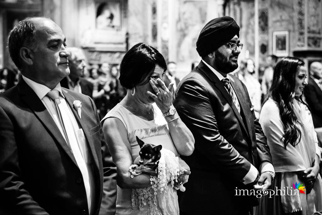La madre dello sposo commossa durante il matrimonio nella Chiesa di San Pietro in Montorio a Roma