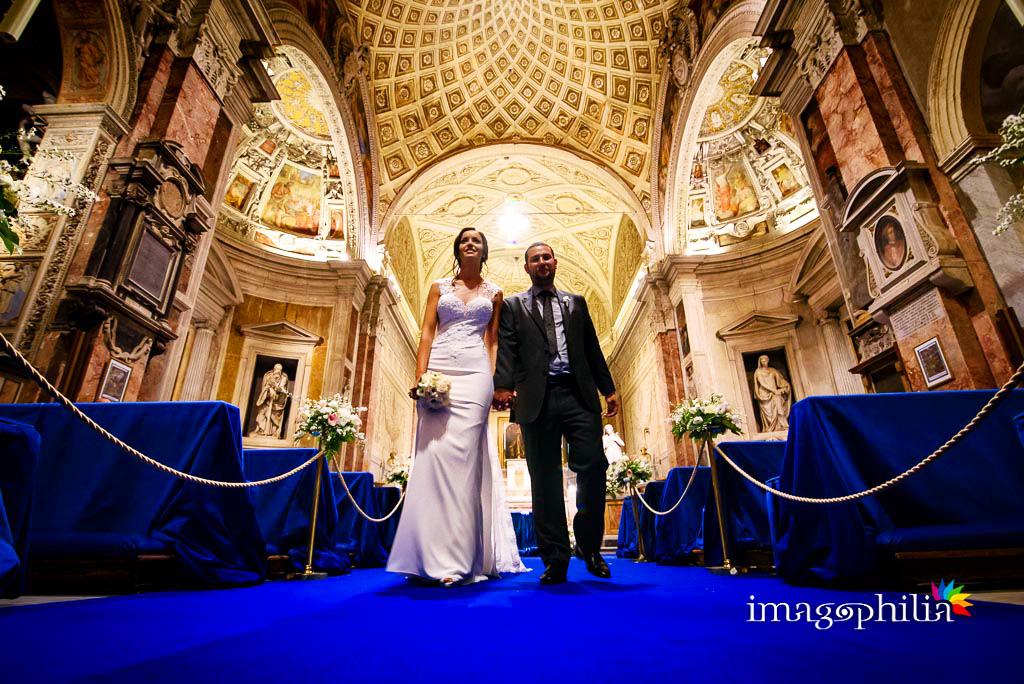 Uscita degli sposi al termine del matrimonio nella Chiesa di San Pietro in Montorio a Roma