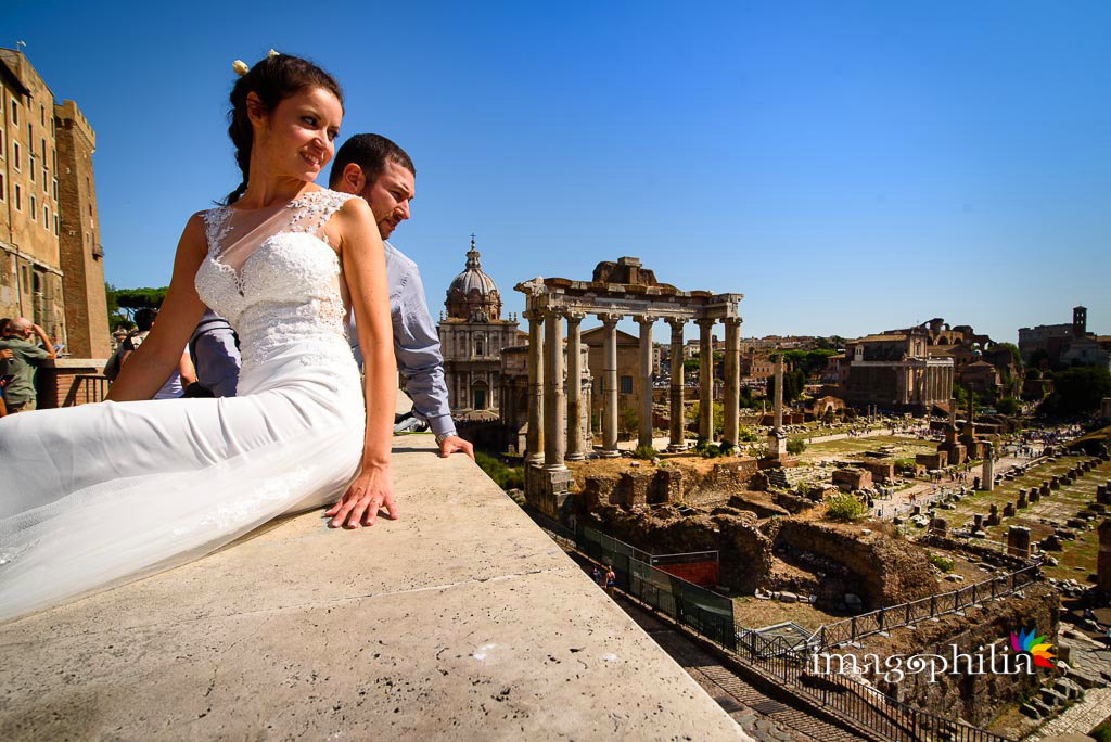 Post matrimonio: gli sposi affacciati sul Foro Romano