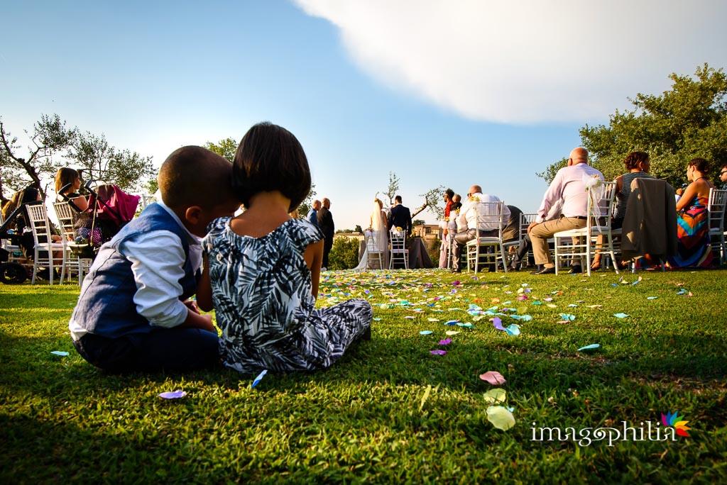 Altri fotografi di matrimonio in erba ci rubano il mestiere… sull'erba!