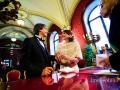 Scambio degli anelli durante il rito civile nella Sala Rossa in Campidoglio a Roma