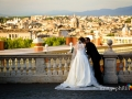 Gli sposi all'affaccio suggestivo del Gianicolo a Roma