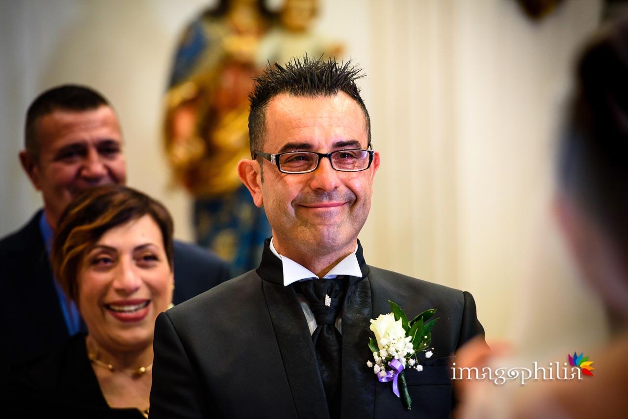 Lo sposo vede la sua quasi moglie che entra nella Chiesa di San Tommaso da Villanova a Castel Gandolfo