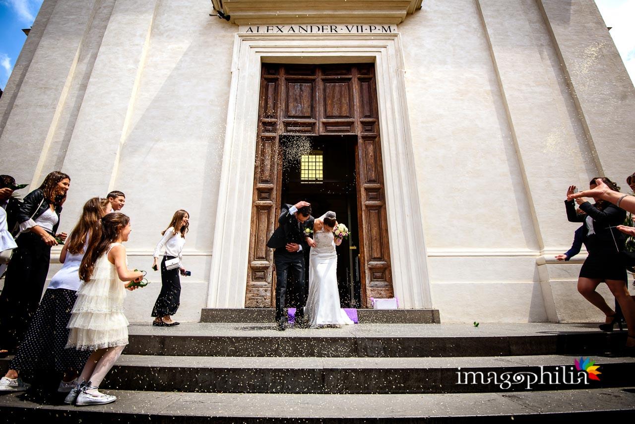 Lancio del riso al termine del matrimonio nella Chiesa di San Tommaso da Villanova a Castel Gandolfo / 1