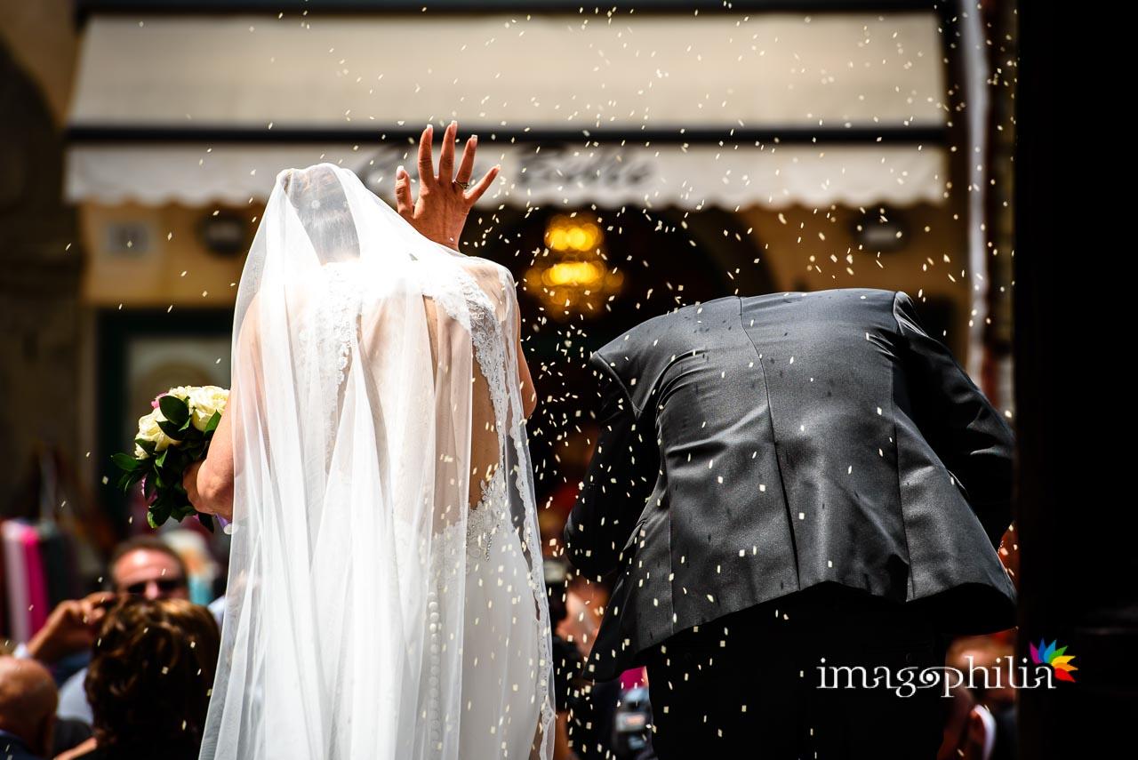Lancio del riso al termine del matrimonio nella Chiesa di San Tommaso da Villanova a Castel Gandolfo / 2