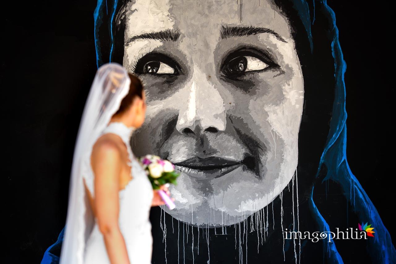 Passeggiata dei novelli sposi tra i murales alla stazione dei pullman di Castel Gandolfo / 3