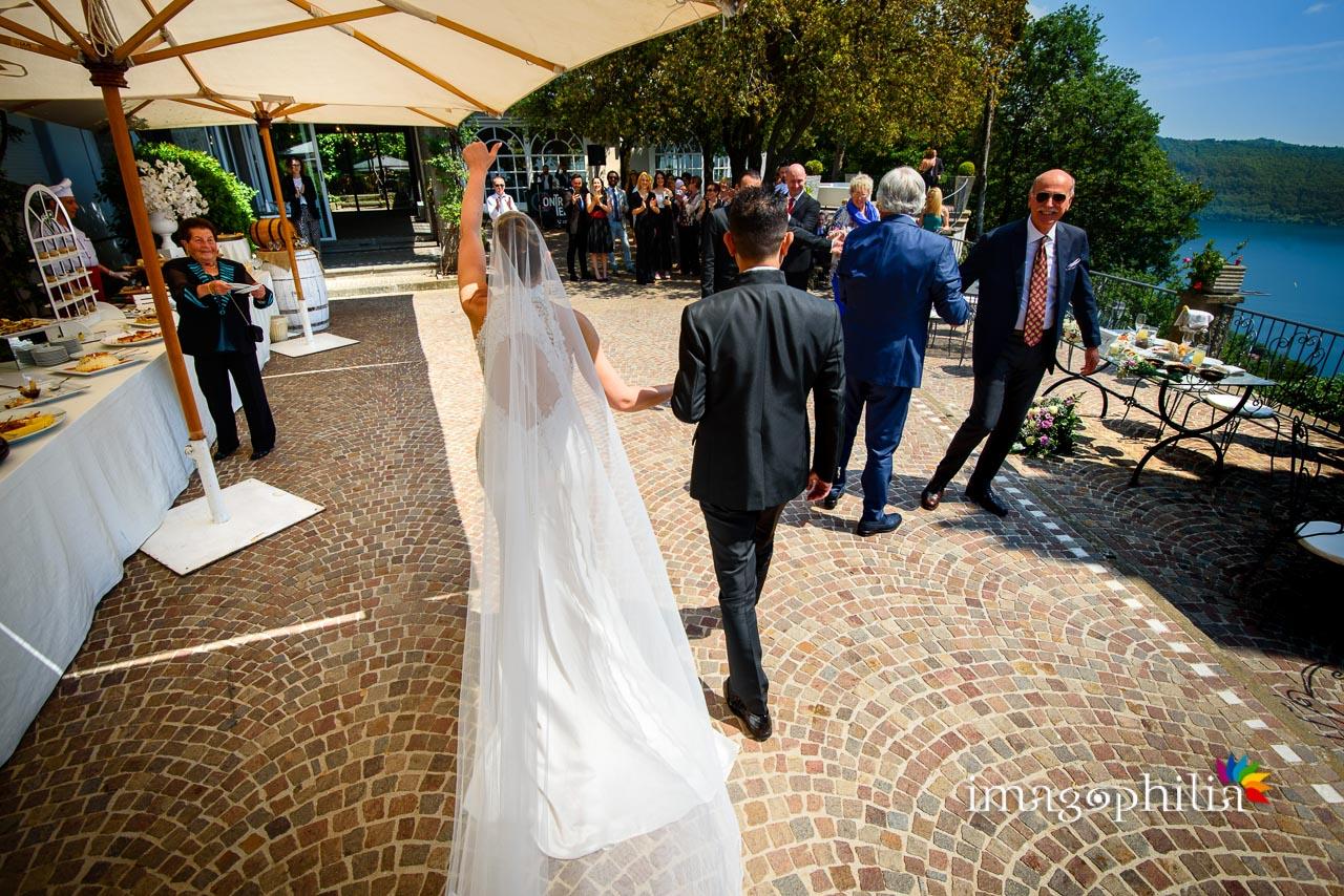 Ingresso degli sposi sulla balconata di Villa Pocci (Marino)