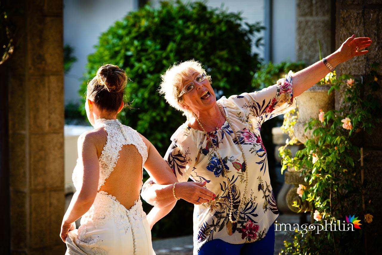 Balli scatenati della sposa durante il ricevimento di matrimonio a Villa Pocci (Marino, Via dei Laghi)
